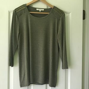 3/4 sleeve top olive green gold accents size L